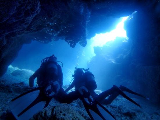 宮古島のとなり伊良部島。地形体験ダイビングで楽しもう!