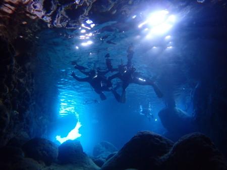 伊良部島青の洞窟、毎日キレイですよ~!
